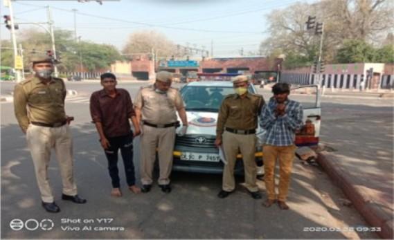 दिल्ली पुलिस ने दो छपटमार को गिरफ़्तार किया, महिला के पर्स के साथ कटर बरामद